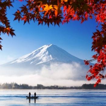shutterstock_227582287-mountain-fuji-at-lake-kawaguchiko-350
