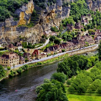rsz_shutterstock_150171176-the_village_of_la_roque_gageac_as_seen_from_the_gardens_of_marqueyssac350-350-1